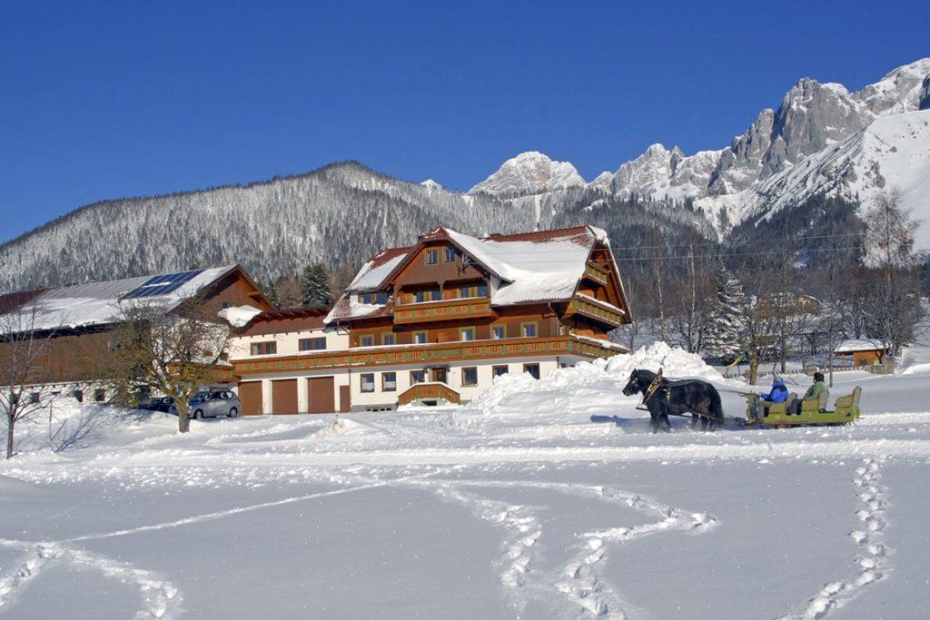 Ferchtlhof Ramsau Bildergalerie Hausansicht Winter©shooting Star.at